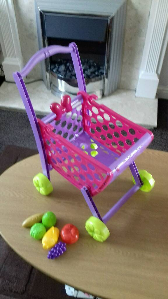 Minnie mouse shopping trolley and Minnie mouse house