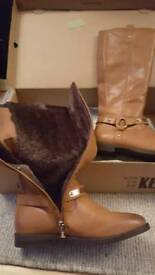 Ladies fur lined tan boots 37
