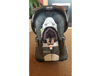 Car seat with base in very good condition (Graco)