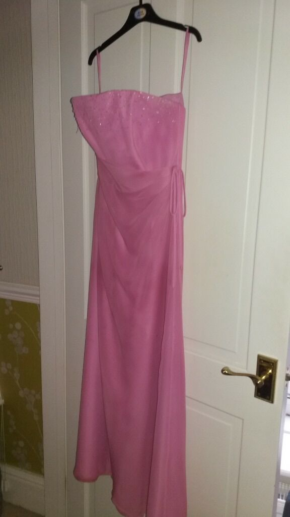 prom dresses for salein Pontarddulais, SwanseaGumtree - Prom dress for sale size 6/8 wirn but in good condition £25.00 o.n.o collection only contact Lisa 07800826920 (matching shoes in size 3 available with dress)