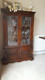 OLD CHARM TUDOR BROWN OAK BOOKCASE SHELVES DISPLAY CABINET