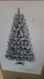 6ft christmas tree with snow effect