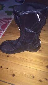 Alpinestars Black LEATHER UNISEX Motorbike boots, Excellent condition.