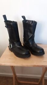 Cruiser style boots