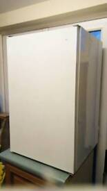 Undercounter fridge (can be built in)