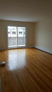 FAIRVIEW 1 BDRM W BALCONY & HARDWOOD FLOORS MAY 1ST