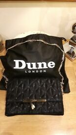Gorgeous Dune bag with gold chain shoulder strap