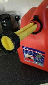 New American Specture 20 litres (5.3 gallons) self venting fuel can.