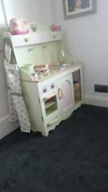 Children's kitchen play set