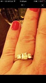 PLATNUM diamond 3 stone ring