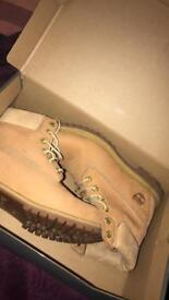 Woman's size 5 Timberland boots