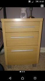 Pair of bedside tables / drawers / cabinets oak effect