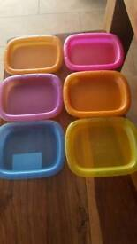 10 Tupperware dishes