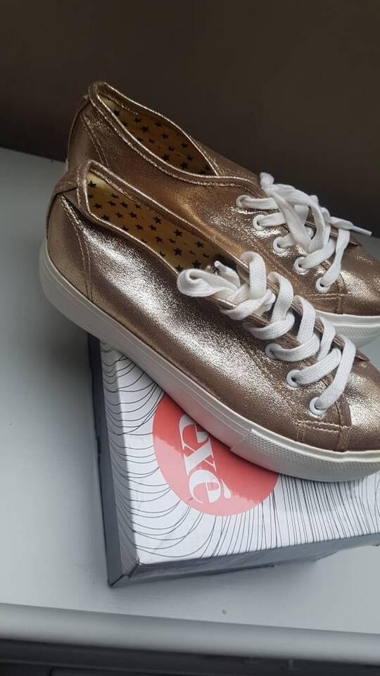 Wunderschöne gold schimmer Blogger Plateau Sneaker Turnschuhe 40 in Nordrhein-Westfalen - Viersen