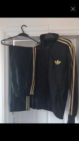 Mens Adidas Black/Gold Track Suit (Hoodie plus Bottoms), Medium, Excellent Condition