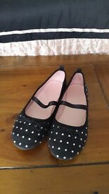 Girls shoes size euro 33.black with silver dots and elastic strap.