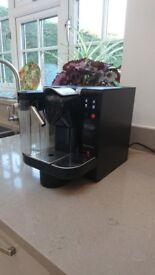 Delonghi EN670 B Nespresso Lattissima Pod System Coffee Machine Black
