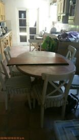 Table (1.4m extendeable to 1.8m) with Leaf and 6 chairs good quality