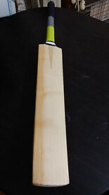 Powerful Cricket Bat 9 Grains 2.7 Pound 35mm EDGE TOP ENGLISH Willow