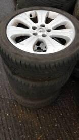 Wauxhall alloy wheels r17