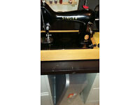 Beautiful Singer 99K hand cranked sewing machine excellent working order fantastic condition.