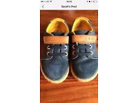 Clarks size 5.5F boys shoes