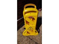 Rubbermaid safety plastic mobile barrier