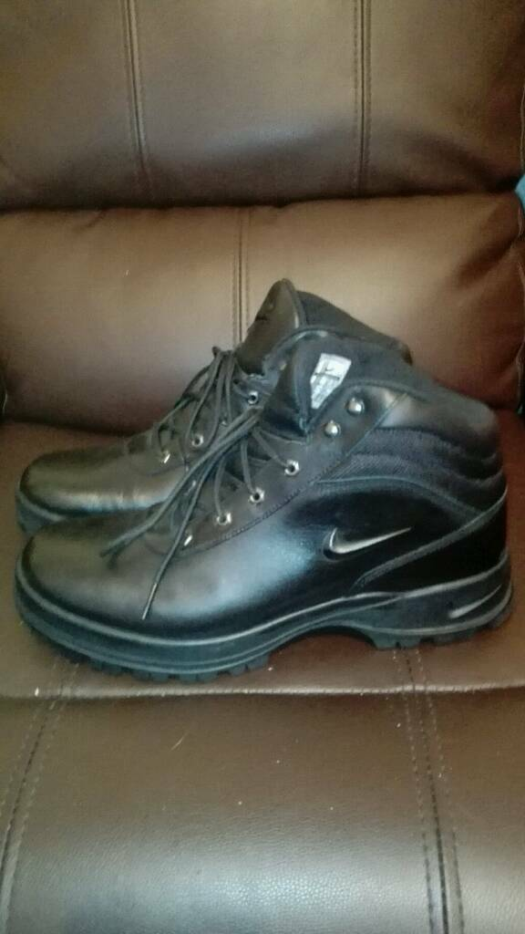 Boots nike black new without box size uk 11(46) 100% letter