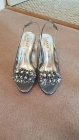 Size 5 Peuter heels