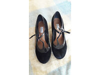 Clarks black suede shoes size 5.5E very good condition - Chorus Thrill