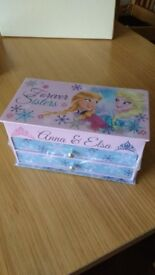 **FROZEN JEWELLERY BOX**