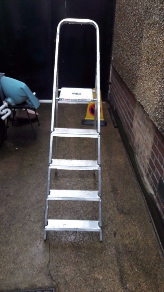 **STEPLADDER**GOOD CONDITION**USED A FEW TIMES**£20**NO OFFERS**5 TREADS**