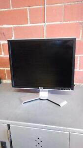 "Dell UltraSharp 1909W 19"" LCD Monitor w/4-Port USB Hub"