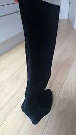 Black suede shuh boots size 6