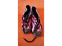 Rare Vibrant Pink Tiger Print Furry Underground England boots / shoes size 4