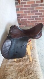 Fieldhouse 17 inch medium to wide fit saddle GP