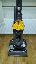 DYSON DC 33 IN EXCELLENT CONDITION