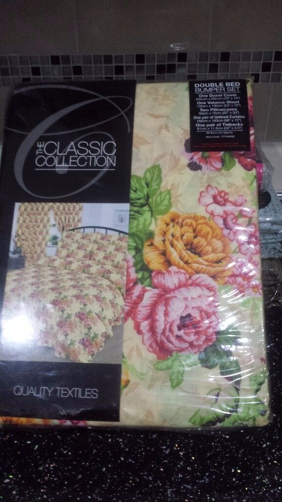Duvet set includes 1 duvet cover ,2 pillow cases & a pair of curtains. Brand new never been used.