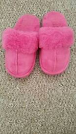 Toddler pink fluffy slippers
