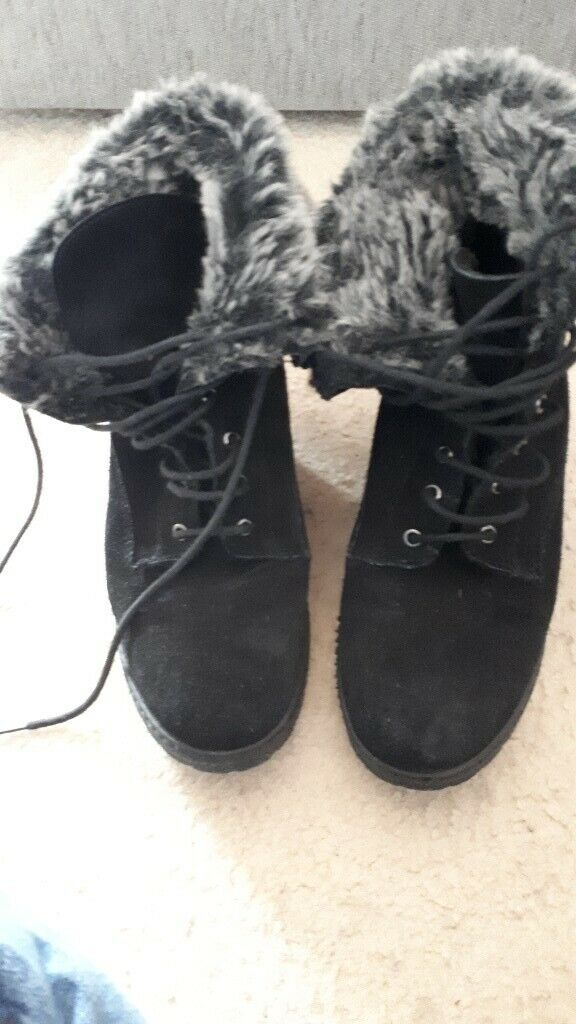 fe85b986854 Black mantaray wedge boots with fake fur size 41 may ne a 7