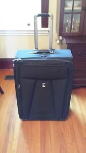 """Travel Pro Crew 6 28"""" Expandable Roller Board Suitor Suitcase Kingston Kingston Area image 1"""