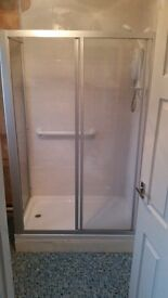 Shower cubical and shower tray