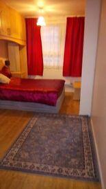 Double room in kingston.