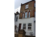 Large 2 double bed flat with super large living room. 5mins walk to Earsfield Station 15mins to Tube