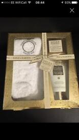 Bayliss and Harding gift set