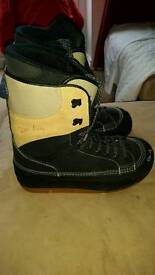 Mens size 11 snowboard boots, warn once
