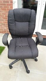 Fully adjustable office chair