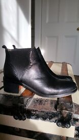 Dune Peppy ankle books size 4/37. Black.