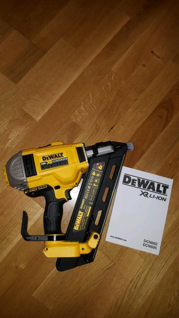 BRAND NEW. Dewalt DCN962 two speed BRUSHLESS 18V first fix framing nail gun