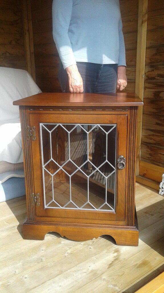 OLD CHARM Oak Tudor Brown Hifi/Display Cabinet. Very Good Condition. Buyer Collects